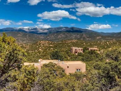 Houses on a hillside outside Santa Fe, New Mexico under a blue sky