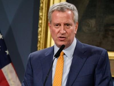 New York City Mayor Bill de Blasio speaking at podium